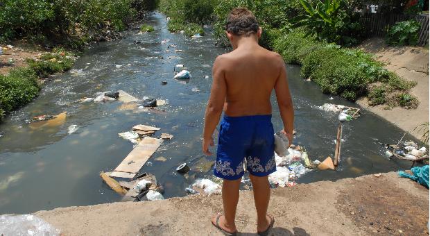 O direito humano à água e ao esgotamento sanitário como instrumento para promoção da saúde de populações vulneráveis