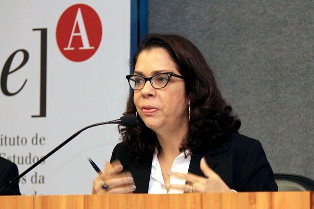 """""""Setor privado nunca investiu recursos próprios em saneamento"""", alerta a professora Ana Lúcia Britto"""