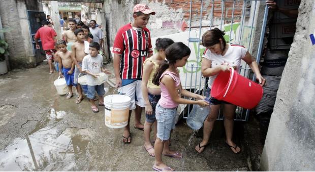 água nas favelas